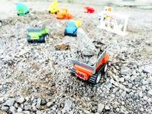 Apportez votre jouet d'imagination du ` s d'enfant pour jouer la construction virtuelle Photo stock