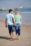 Appréciant le jour à l'extérieur à la plage Photo libre de droits