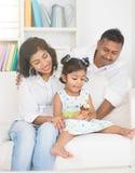 Apprécier indien de famille images stock