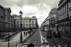Apprécier la belle ville de l'amour, Paris Photos stock