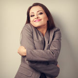 Apprécier la femme d'affaires s'étreignant avec f émotif naturel Photographie stock libre de droits