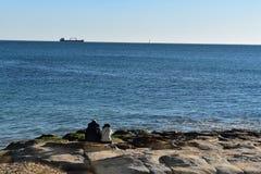 Apprécier la mer à Estoril Photos libres de droits