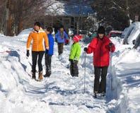 Apprécier la neige après la tempête de neige Photos libres de droits