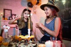 Apprécier la partie de maison de Halloween Image libre de droits