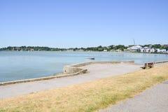 Apprécier la vague de chaleur aux bancs de sable, Poole, Dorset, R-U images libres de droits