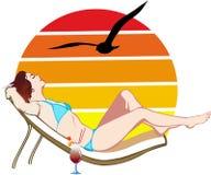 Apprécier le bronzage sur la plage Photos stock