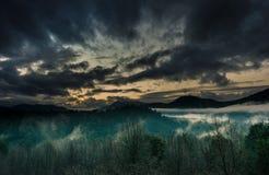 Apprécier le coucher du soleil chez Huilo Huilo Images stock