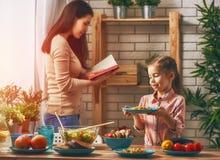 Apprécier le dîner de famille Photographie stock