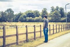 Apprécier le jour dans la ferme Photo stock