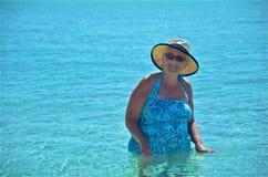 Apprécier les eaux des Caraïbe Photo stock