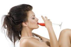 Apprécier pour boire du vin rouge Image stock