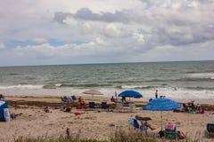 Apprécier un beau jour à la plage de Boynton, la Floride photo stock