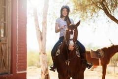 Apprécier un tour de cheval Photos stock