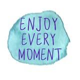 APPRÉCIEZ CHAQUE inscription de MOMENT sur la tache d'aquarelle Vecteur bleu illustration stock