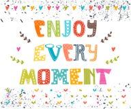 Appréciez chaque moment Carte postale tirée par la main de lettrage Salutation mignonne Images stock