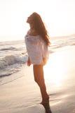Appréciez dans le soleil et l'eau image libre de droits