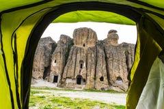 Appréciez le camping de tente dans le secteur historique image libre de droits