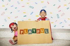 Appréciez le concept heureux d'enfants d'imagination images libres de droits