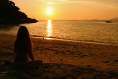 appréciez le coucher du soleil Photographie stock libre de droits