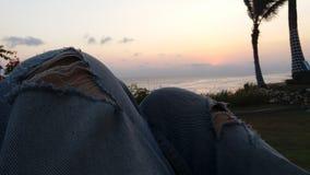 Appréciez le coucher du soleil d'Indonésie photo libre de droits
