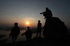 Appréciez le lever de soleil photographie stock libre de droits