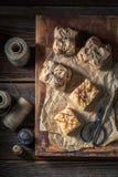 Appréciez le votre emportent la tarte aux pommes faite de fruits frais photo stock