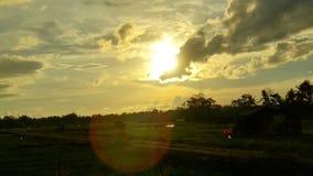 Appréciez vivant en regardant et en capturant de belles peintures de nature Coucher du soleil image libre de droits