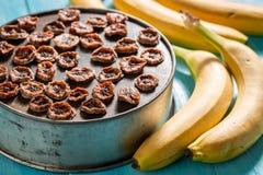 Appréciez votre banane séchée au soleil faite de fruits frais photographie stock libre de droits