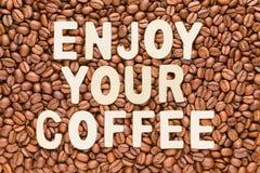 Appréciez votre café - fond rôti de grains de café photographie stock