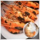 Appréciez votre dîner ! Vue supérieure de nourriture et de boissons sur la table en bois rustique photographie stock libre de droits