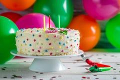 Appréciez votre gâteau d'anniversaire en partie photos stock