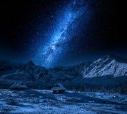 Appréciez votre horaire d'hiver en montagnes photos stock