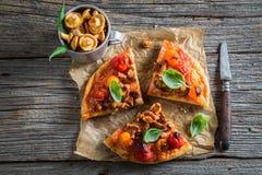 Appréciez votre pizza avec des champignons photographie stock libre de droits
