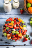 Appréciez votre salade de fruits photographie stock libre de droits