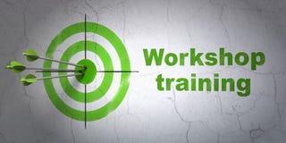 Apprendimento del concetto: addestramento dell'officina e dell'obiettivo sul fondo della parete Fotografia Stock Libera da Diritti