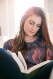 Apprendimento dell'allievo femminile Fotografie Stock Libere da Diritti