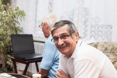 Apprendimento di computer degli anziani Fotografia Stock