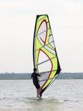 Apprendimento fare windsurf Fotografia Stock Libera da Diritti