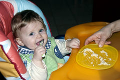 Apprendimento mangiare da solo Fotografia Stock
