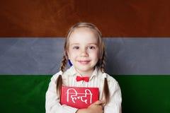 Apprenez la langue de hindi Étudiant futé d'enfant photo libre de droits