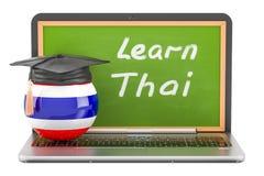 Apprenez le concept thaïlandais avec le tableau noir d'ordinateur portable et le chapeau d'obtention du diplôme, 3D Photographie stock