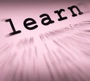 Apprenez les affichages formation à distance et étude de définition Photos libres de droits