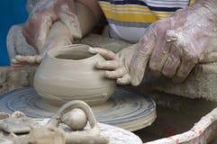 Apprentissage de la poterie Image stock