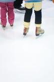 Apprentissage du Glace-patinage Image libre de droits