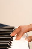 Apprentissage du piano Photos stock