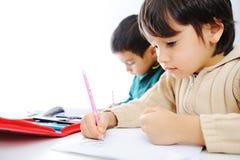 Apprentissage, enfants mignons Image libre de droits