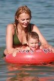 Apprentissage pour nager Photos stock