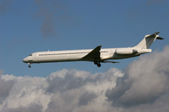 Approaching McDonnell MD-82 Royalty Free Stock Photos