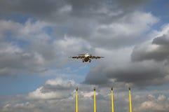 Approche d'atterrissage d'aéronefs Photos libres de droits