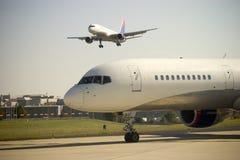 Approche d'avion Photo libre de droits